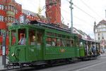 Hundert Jahre Tram nach St.Jakob. Motorwagen Be 2/2 Nr.156 und der Sommerwagen C2 Nr.281 auf der Linie 22 an der Haltestelle Marktplatz, 2016