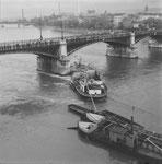 Schiffs-Havarie der «TS Padella» an der Johanniterbrücke am 20.Oktober 1960, Foto: Hans Bertolf & Franz Bachmann