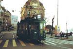 Der Trammotorwagen Be 2/2 Nr. 190 an der Schifflände, 1982 (Im Hintergrund eine Baum-Verunstaltung)