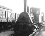 Die Rheinhafen-Dampflokomotive T3 der Schweizerischen Reederei auf einem Abstellgeleise beim Lok-Depot, 1970