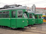 Die Trammotorwagen DÜWAG Nr.651, 653 und 637 vor dem Depot Dreispitz, Oktober 2015