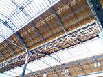 Blick in den ersten Teil der neu renovierten Bahnhofhalle vom Bahnhof Basel SBB - eine Meisterleistung! Februar 2020