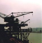 Drei Krans der SPEDAD im St.Johann-Hafen in der Abendsonne, 1974