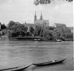 Die Münsterpartie mit Frachtschiff und den beiden Pfalzbadhysli, 1958