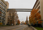 Die Klybeckstrasse mit Blick gegen die Dreirosenkreuzung und der werkseigenen Brücke der NOVARTIS (früher CIBA und Ciba-Geigy), 2016