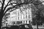 Gebäudereihe an der Klybeckstrasse (links das markante Gebäude von Tapeten Aeppli) 1983