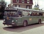 Der BVB-Bus Nr.65 in der Metzerstrasse die Haltestelle Kannenfeldplatz verlassend im Jahre 1972