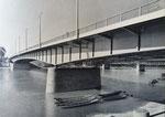 Die 1953 bis 1955 erbaute St.Albanbrücke, errichtet von den Firmen Buss AG und Ed.Züblin&Cie AG. Die Eröffnung fand am 18. + 19.Juni 1955 statt. Im Hintergrund die Eisenbahnbrücke. Foto: Dierks