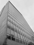 Perspektivische Ansicht des 18-stöckigen ROCHE-Hochhauses von 1961. Architekt Roland Rohn, Foto 1972