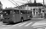 Der Trolleybus Nr.364 auf der Hörnli-Linie 31 an der Haltestelle Wettsteinplatz, 1969