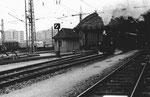 Ausfahrt der Dampflokomotive der Kandertalbahn aus dem Bad.Bahnhof in Basel im Jahre 1974. Im Hintergrund die sinnlos abgetragene Bahnhofshalle!