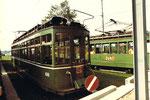 """Der Trammotorwagen Nr.400 mit dem Übernamen """"Dante Schuggi"""" während einer Pause vor dem Depot Dreispitz im Jahre, 1970"""