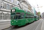 Der Trammotorwagen Be 4/4 Nr.497 auf der Linie 3, die Haltestelle Bankverein anfahrend, Juli 2105