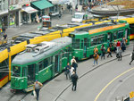 Ein Tramzug der Linie 16 mit Niederflur-Anhänger an der Haltestelle Barfüsserplatz, Mai 2017