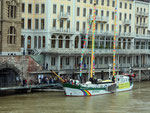 Das Greenpeace Segelschiff «BELUGA II» an der Schifflände am 4.Mai 2014