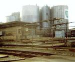 Die Abfüllanlagen der BP, zum Hafen Klybeck gehörend 1976