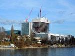Der Bau des Roche-Turmes, direkt neben dem alten ROCHE-Hochhaus im Januar 2014