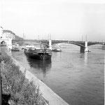 Die Johanniterbrücke während der Schiffs-Havarie des «TS Padella» im Oktober 1960