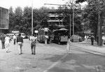Die Kehrschleife an der Mustermesse mit einem Tramzug der Serie Be 4/4 der Linie 1 und dem beliebten Oldtimer-Tramzug, 1970