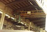 Einer der schnellen Krane in der grossen Umschlagshalle der Schweizerischen Reederei, 1975