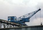 Ein weiteter Kran der Kohlenversorgungs AG im Hafenbecken 2 nach der Renovation im Jahre 2001