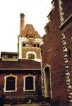 Innenaufnahme des Schlachthofs Basel mit dem Schlachthaus-Turm von Victor Flückiger & Karl Leisinger, kurz vor der Sprengung 1984