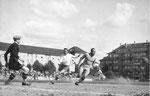 Der FCB-Torhüter Paul Wechlin während eines Spiels auf dem Landhof 1941