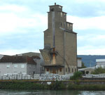 Das markante Silo im Hafen Weil am Rhein, 2015