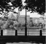 Oberer Rheinweg Blick gegen Münster und den Pfalzbadhysli, 1960