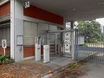 Porte 32 zu den Labor-Fabrikationsgebäude der CIBA an der Mauerstrasse im Jini 2018. Durch diese Tür gingen täglich hunderte von Arbeitern.....