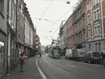 Blick in die Klybeckstrasse Richtung Dreirosenbrücke und CIBA im Jahre 2018. In den Häusern links war der war das Möbelhaus SENFT.