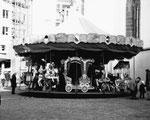 Die Herbstmesse auf dem Barfüsserplatz mit einer Resslirytti, 1975