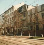 Einige Häuser am Aeschangraben werden abgerissen, um einem Geschäfshaus-Neubau zu weichen, 1983