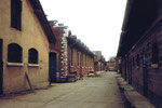 Schlachthof Basel, Innenhof mit Stallungen (rechts), 1984