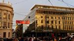 Spiegelung der Fassaden auf dem Bankenplatz während der Fasnacht 2019