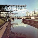 Rheinhafen Basel: ein schönes Foto vom interessanten Hafenbecken 1 im Jahre 1970