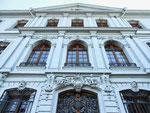 Die Fassade des «Blauen Hauses« am Rheinsprung, erbaut 1763 bis 1775 für die Brüder Lukas und Jakob Sarasin. Die Entwürfe stammten von dem Architekten und Baumeister Samuel Werenfels