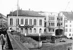 Die Mittlere Brücke mit Blick zum Café Spitz, das abgebrochen wird, 1969