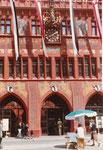 Untere Ansicht des Mittelteiles des neu renovierten Rathauses, 1980