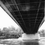 Ein interessanter Blick unter die St.Albanbrücke gegen die Solitude, 1960