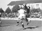 FCB-Torhüter Paul Wechlin während eines Spiels auf dem Landhof 1945-1946 / 3