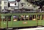 Der Trammotorwagen Be 2/2 Nr.178 auf einem Abstellgleis in Kleinhüningen, im Hintergrund die öffentliche Badeanstalt, 1972