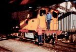 Die Diesel-Rangierlokomotive vom Hafenbecken 2  der Kohlenversorgungs AG, 1978 mit prominentem Besuch