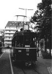 Der Trammotorwagen Be 2/2 Nr. 205 an der Endstation Mustermesse 1970 - im Hintergrund das ehemalige Hotel Admiral