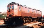 Die SBB-E-Lokomotive Ae 4/6 Nr.2320 mit Stangenantrieb beim Güterbahnhof Wolf