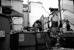 Abbruch der Häuserreihe an der Greifengasse neben dem Warenhaus RHEINBRÜCKE, 1985