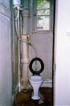 Hygienische Zustände bis in die 80er-Jahre, WC im Parterre des Vorderhauses Bläsiring 129, 1988
