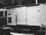 Der Güterwagen Nr.G 208 der Waldenburger-Bahn bei den Depotanlagen in Waldenburg, 1969