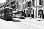 Der Tramzug Be 4/4 Nr. 445 auf der Linie 18 in der Clarastrasse, während der Mustermesse, 1969 (Im Hintergrund alles abgerissene Häuser)