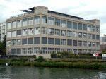 Das renovierte markante und schöne Gebäude bei der Einfahrt zum Rheinhafen Basel, 2015, Erbaut 1929 im Bauhausstil für die Färberei Schetty von der Firma Ed.Züblin& Cie AG (Architekt ?)